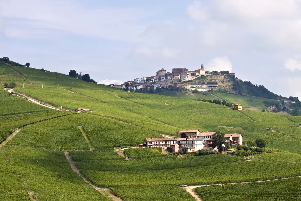 Location Paese nelle langhe